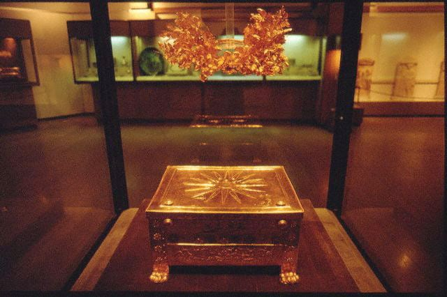 Golden larnax and wreath of Philip II of Macedon at the Vergina museum